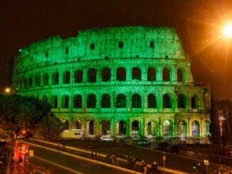 Il Colosseo dipinto di verde