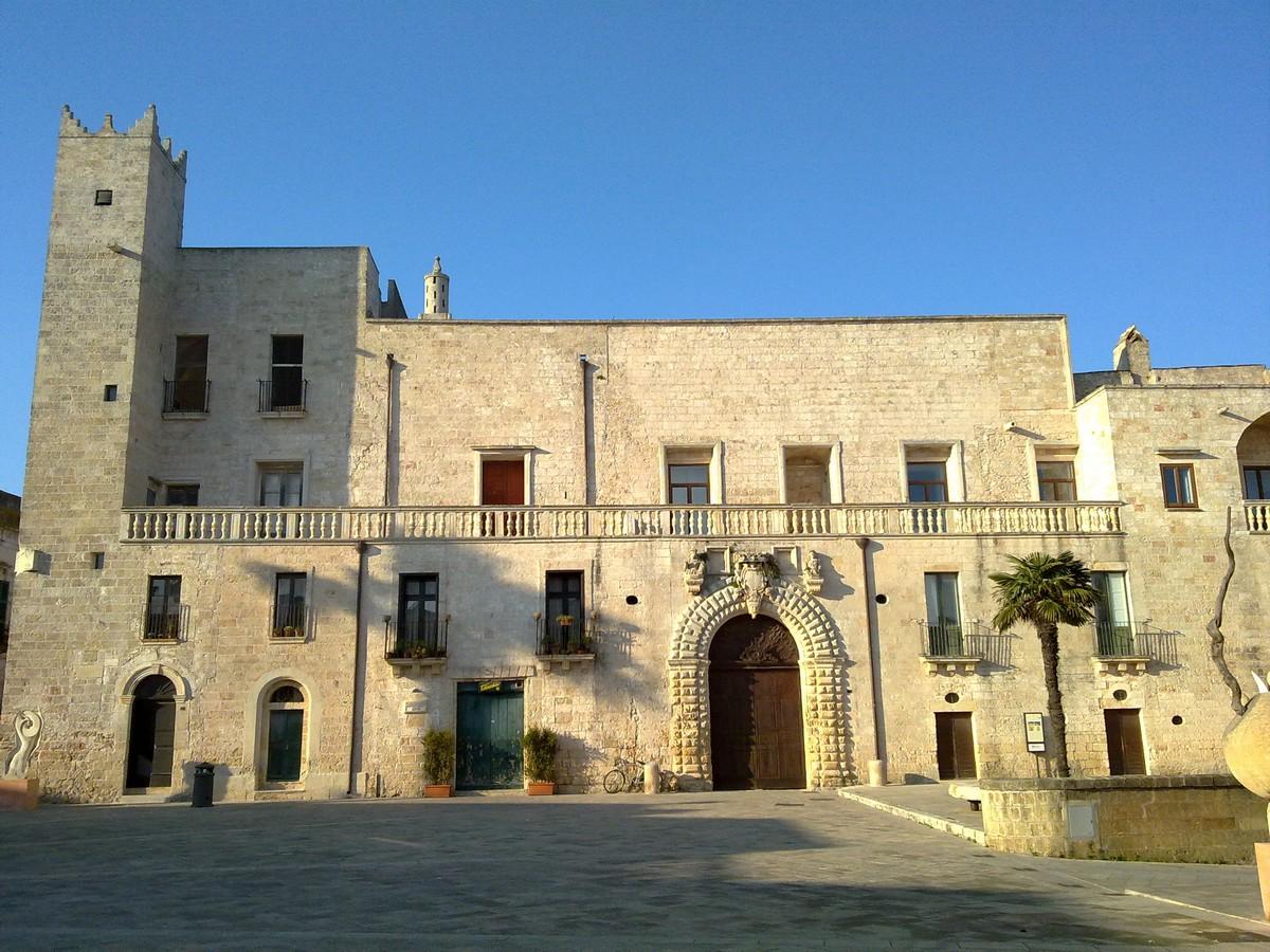 Palazzo Risolo, Specchia