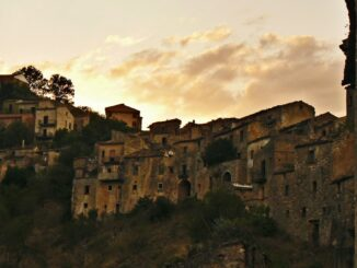 Romagnano al Monte, borgo abbandonato - Foto Alessandro Bonvini