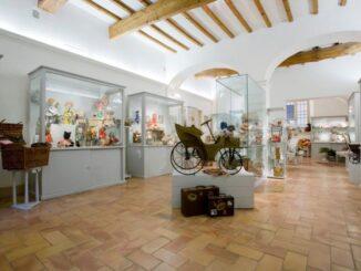 Piccolo museo di bambole e altri balocchi