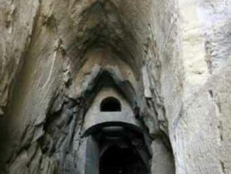 Crypta Neapolitana, Napoli