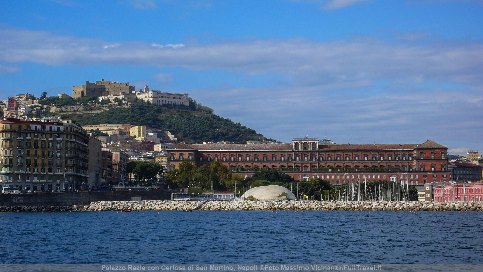Palazzo Reale con la Certosa di San Martino sullo sfondo, Napoli ©Foto Massimo Vicinanza/FullTravel
