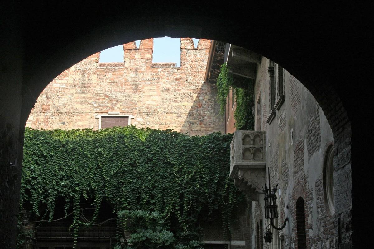Il balcone famoso della casa di Giulietta, Verona -©Foto Anna Bruno