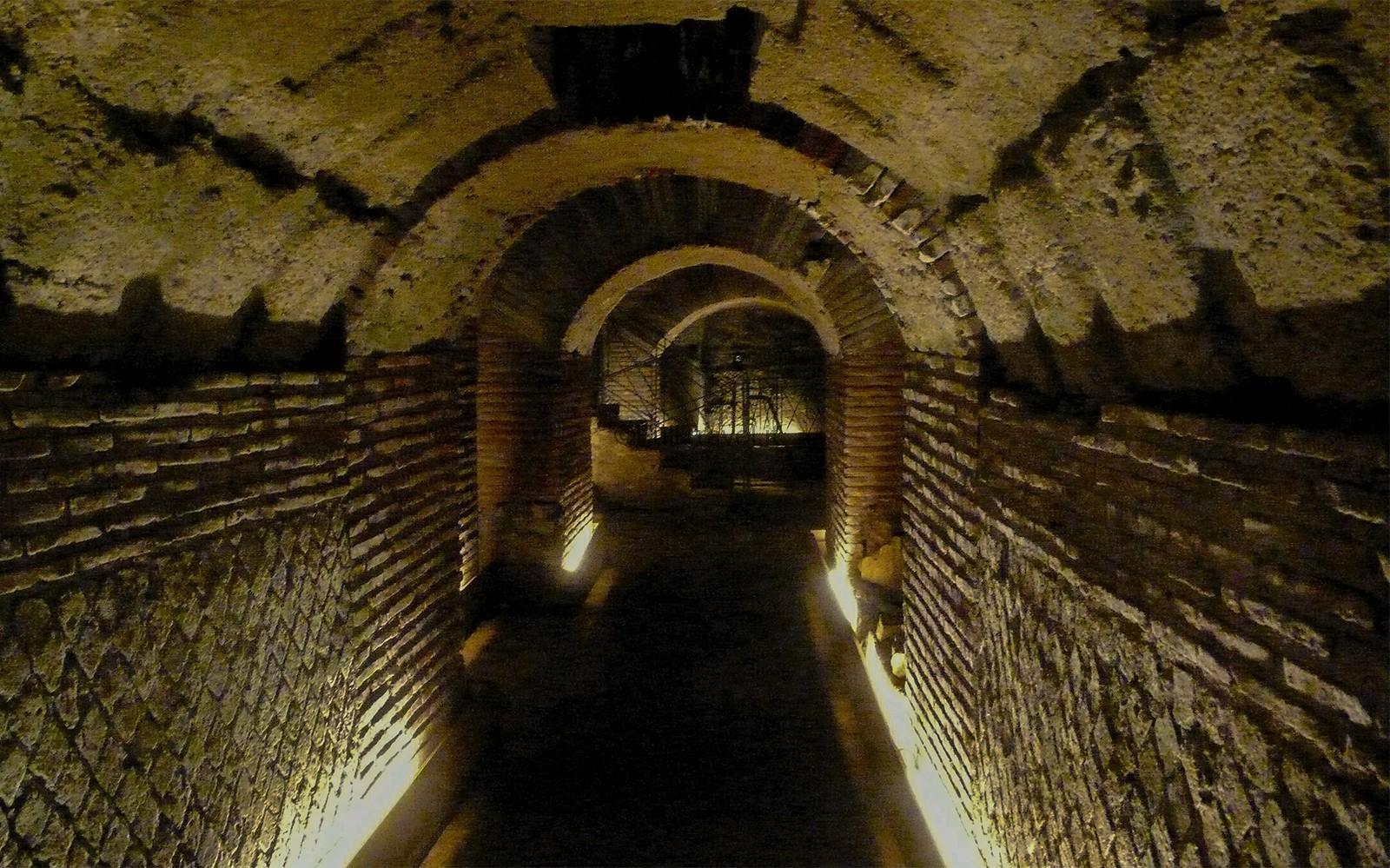 Napoli sotterranea, passaggi tra un cunicolo e l'altro ©Foto Massimo Vicinanza