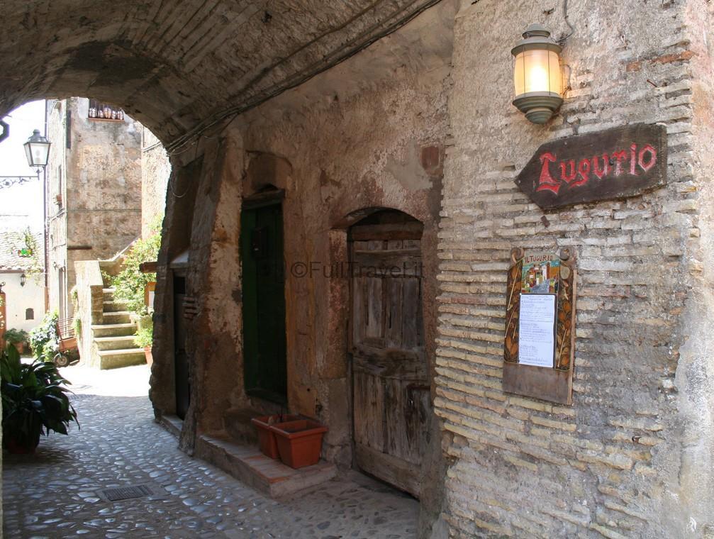 Un pittoresco vicolo di Calcata, Viterbo nella splendida Tuscia laziale ©Foto di Anna Bruno
