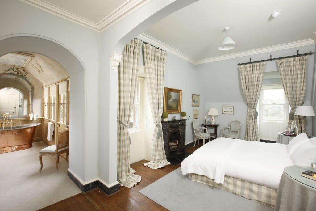 Posti insoliti dove dormire in Irlanda: cottage, fari e castelli ...