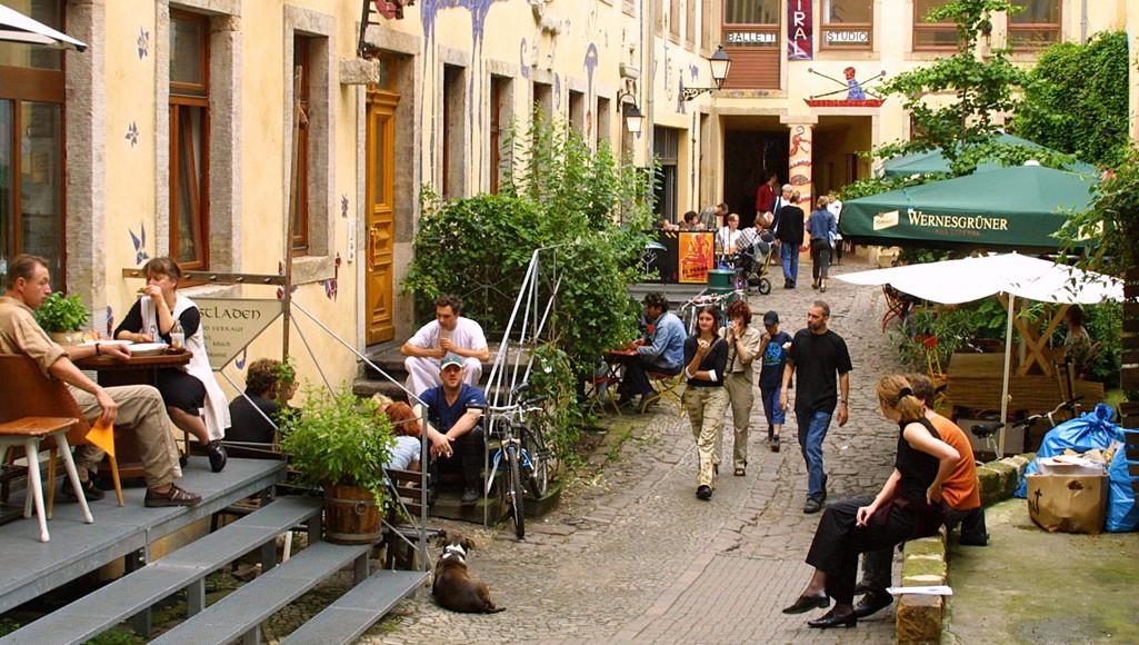 Cosa vedere a Dresda: Kusnthofpassage, cortile artisti a Neustadt, Dresda