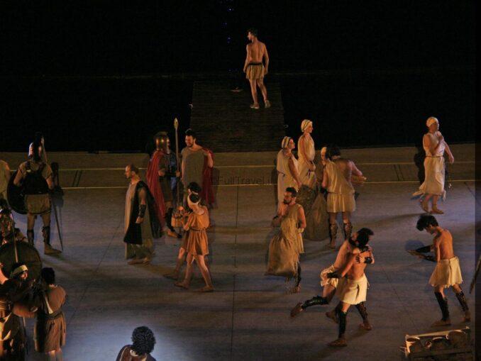 """Un momento dello spettacolo """"Magna Grecia"""" sul lago di Senise - ©Foto Anna Bruno"""