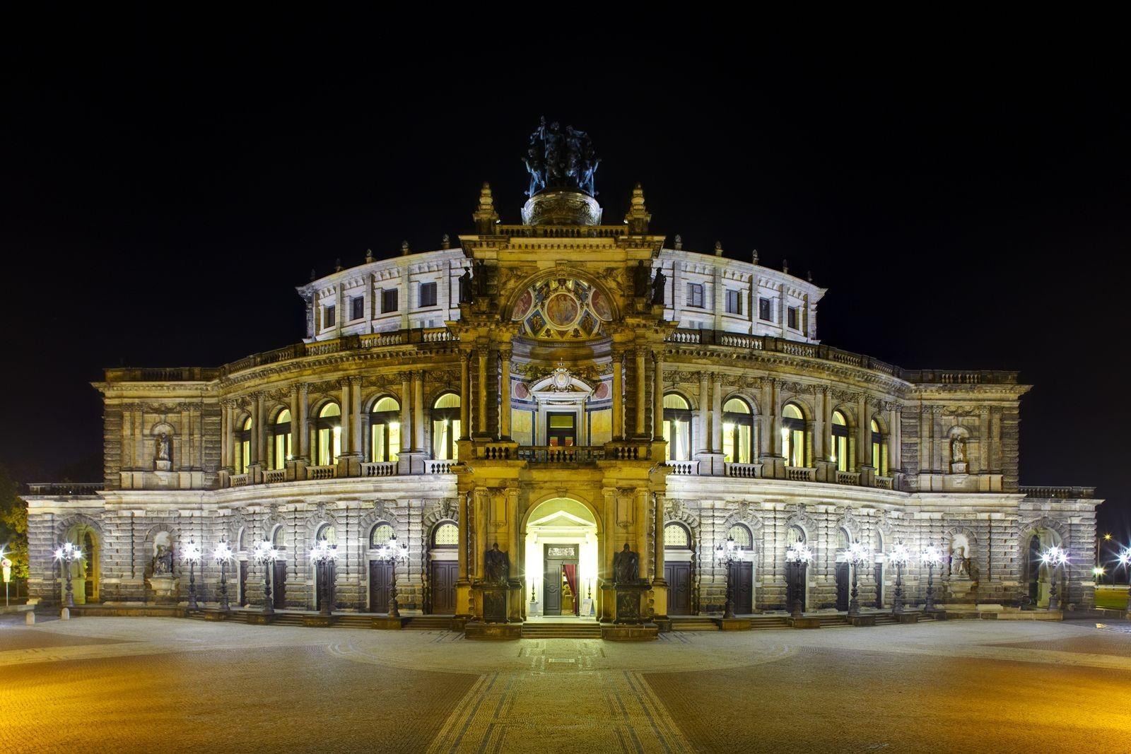 Il teatro Semperoper di Dresda ©Foto Pollak, Jürgen