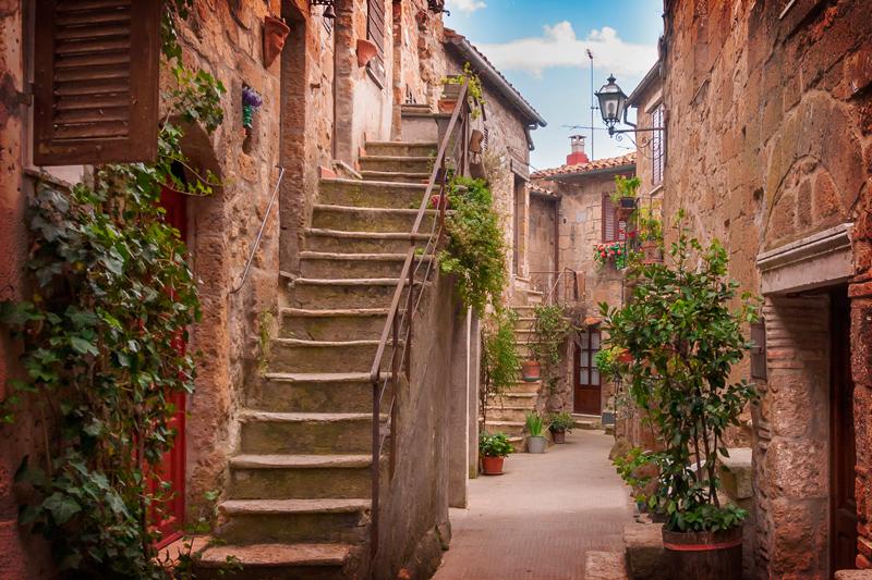 Pitigliano cosa vedere: pittoresco vicolo di Pitigliano, Toscana