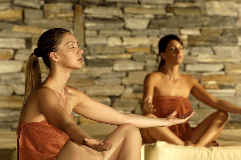"""Yoga allo Sport & Kurhotel Bad Moos"""" di Sesto, in Alto Adige"""
