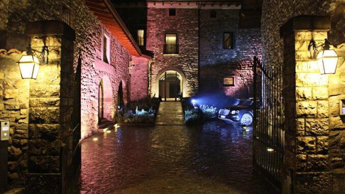 Esterno, in notturna, del Podere Castel Merlo di Villongo, Bergamo