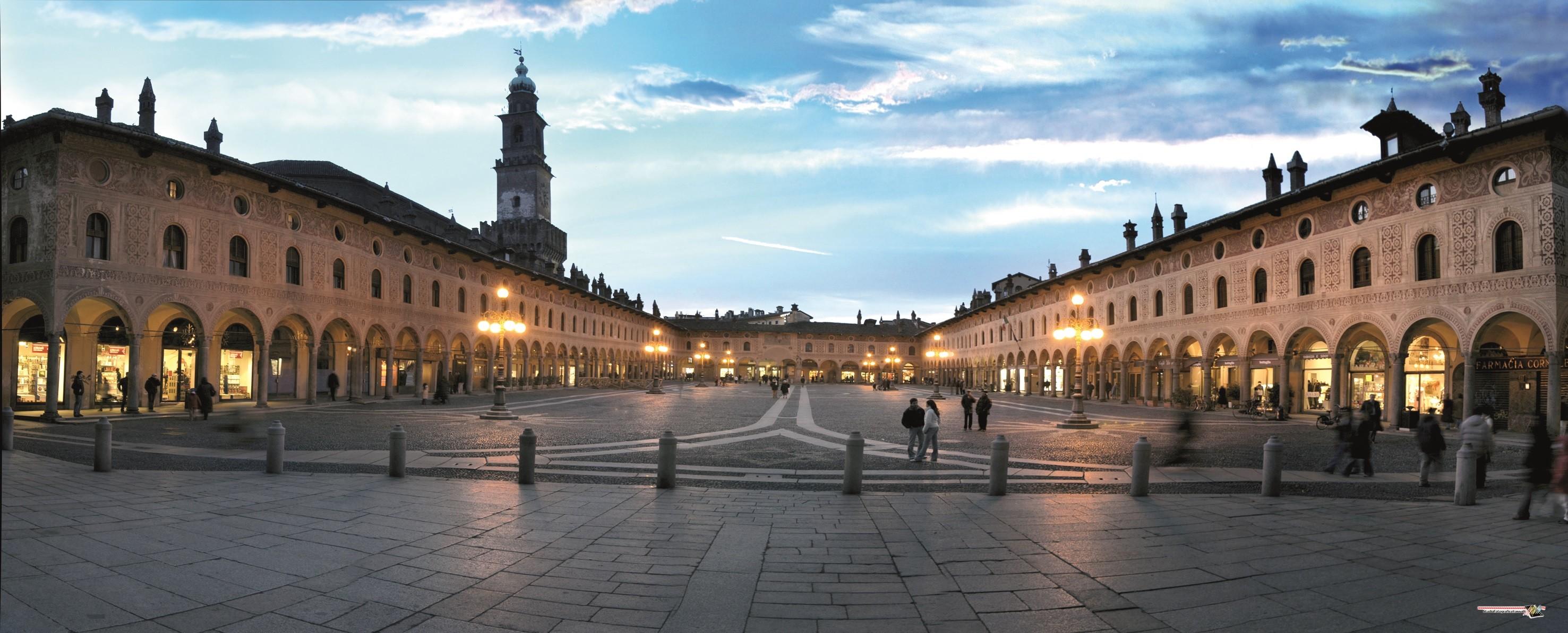 Piazza Ducale di Vigevano ©Foto C. Vassalli