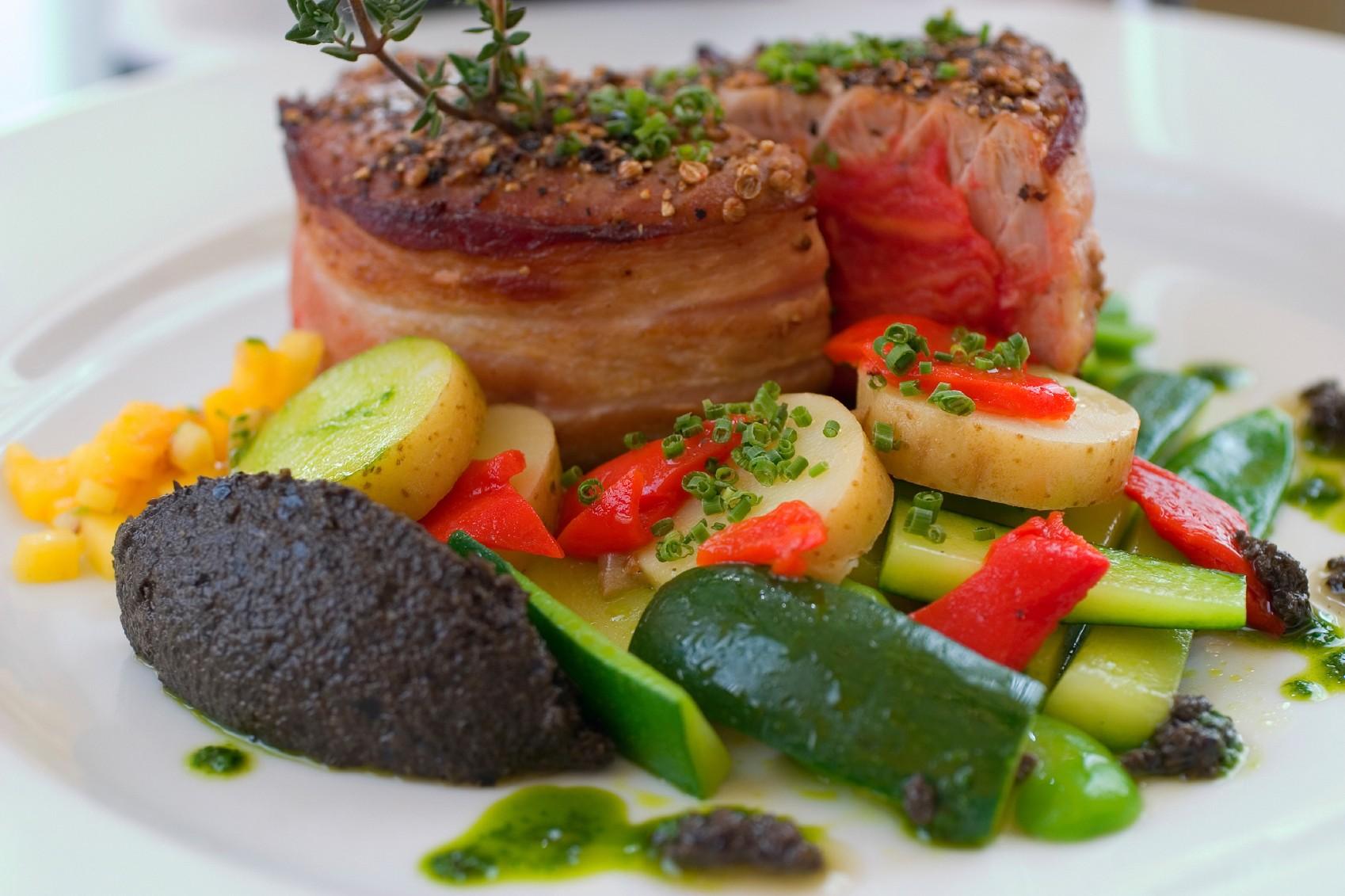 Cucina dominicana, Tuna Steak con ortaggi e verdure