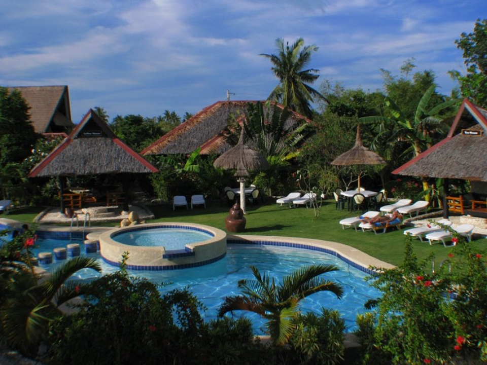 Dolphin House Beach Resort & Spa