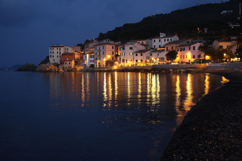 Vista notturna dell'Isola d'Elba