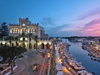 Splendida veduta di Ciutadella, Minorca