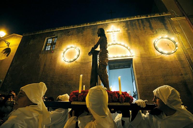 Processione durante i riti della Settimana Santa ad Iglesias, Sulcis (Sardegna)