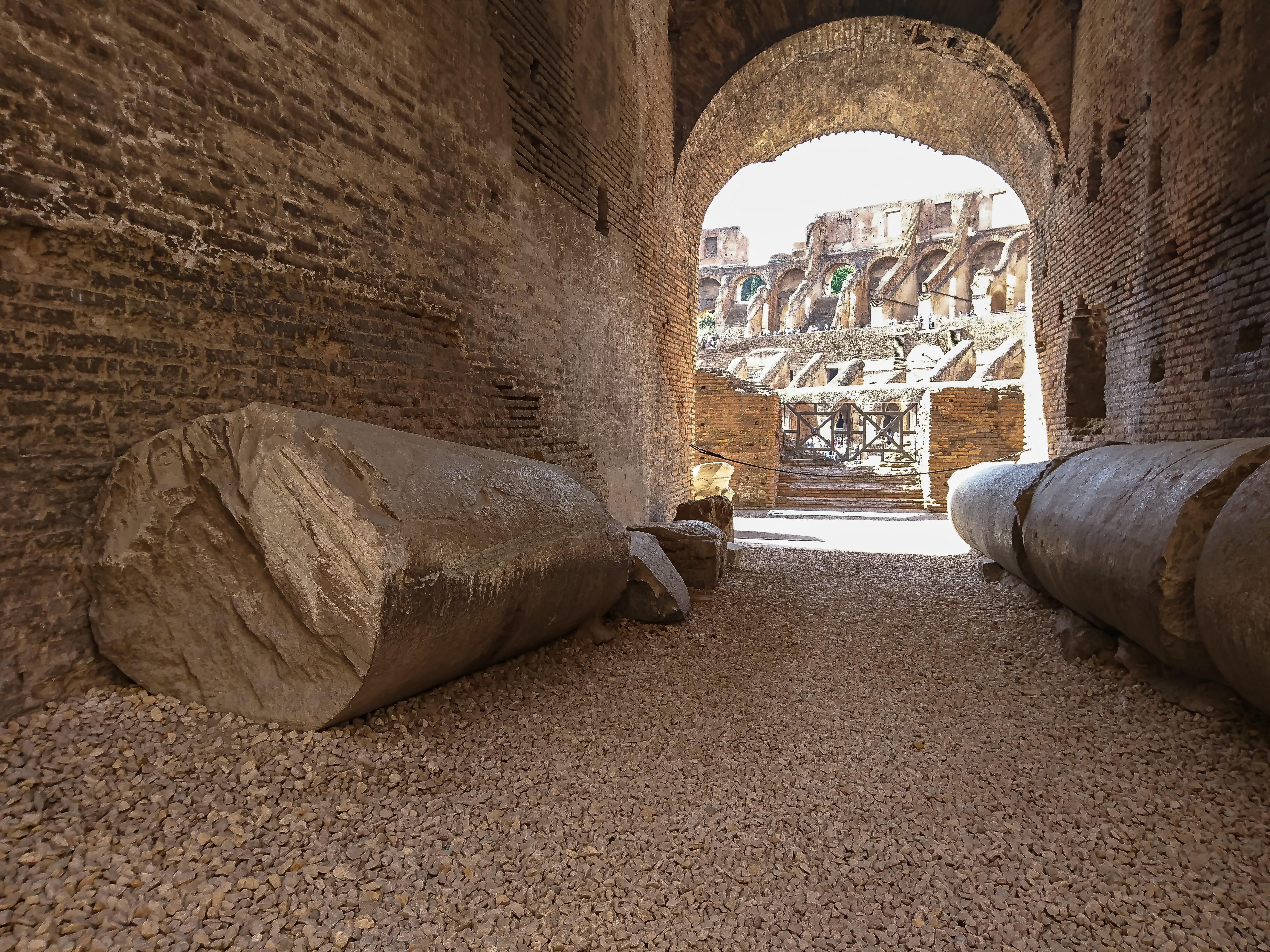 Un particolare del sottopassaggio utilizzato nel Colosseo, Roma