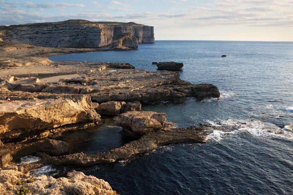 La costa rocciosa dell'isola di Gozo, Malta - Foto Maurizio Modena