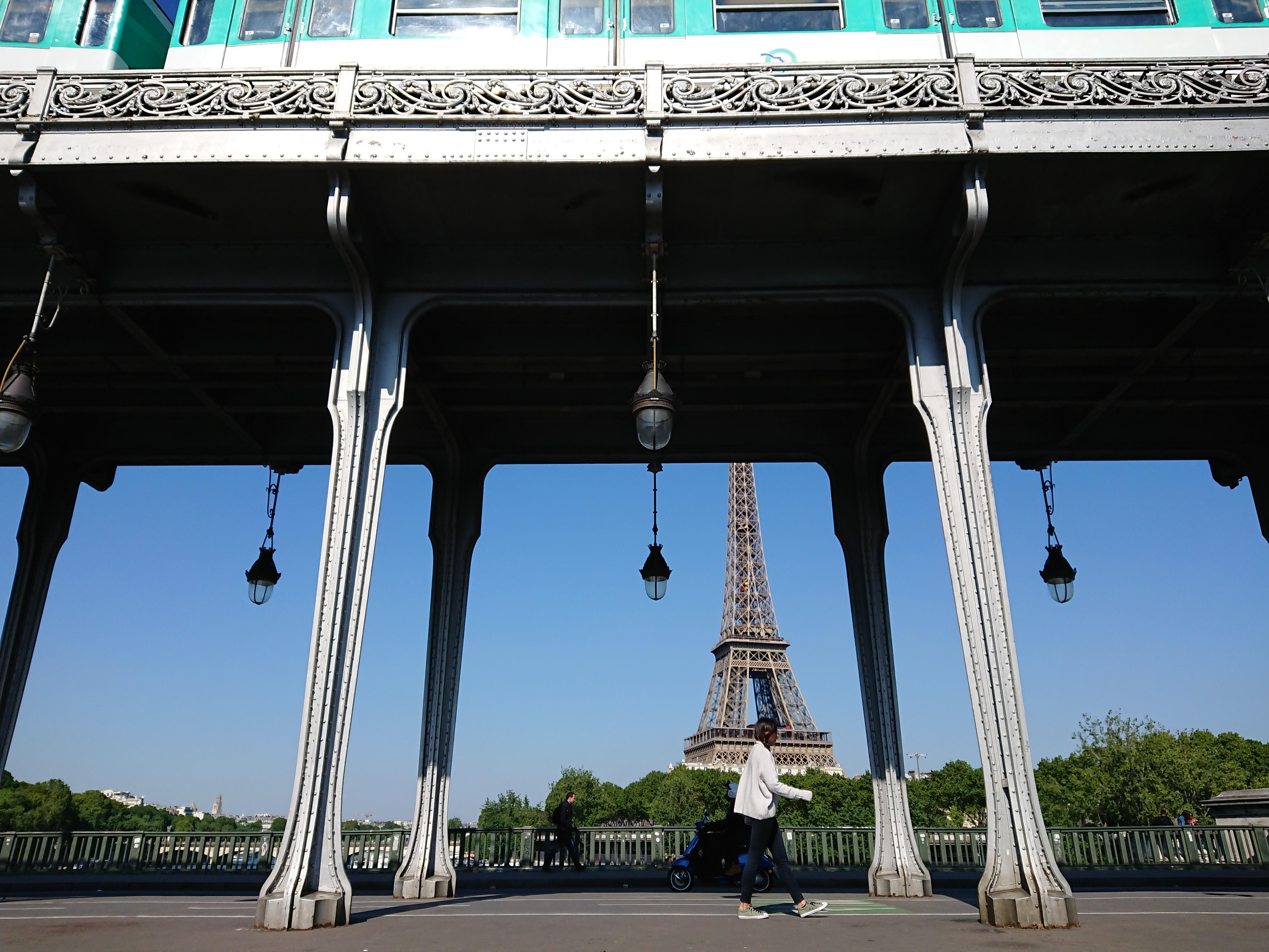 Particolare scatto della Torre Eiffel a Parigi di Lluís Salvadó