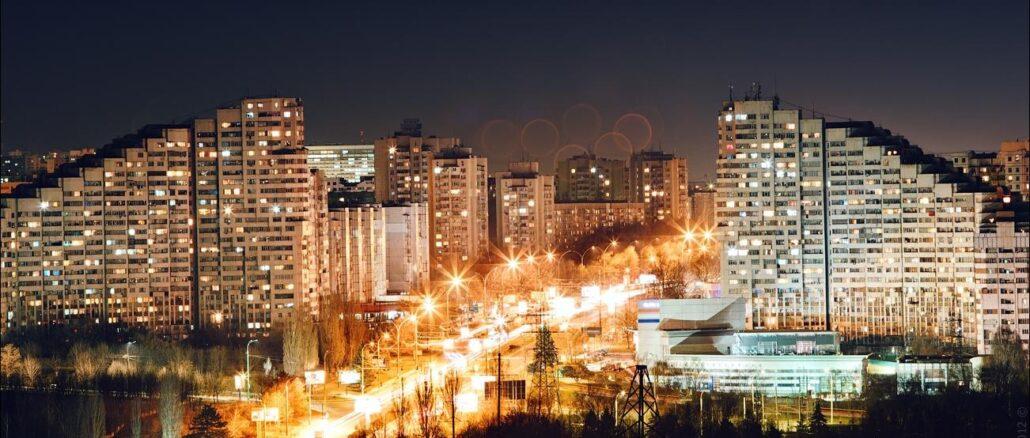 Vista notturna della capitale moldava, Chisinau
