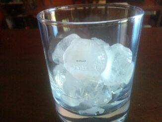 Bicchiere con ghiaccio per il caffè salentino