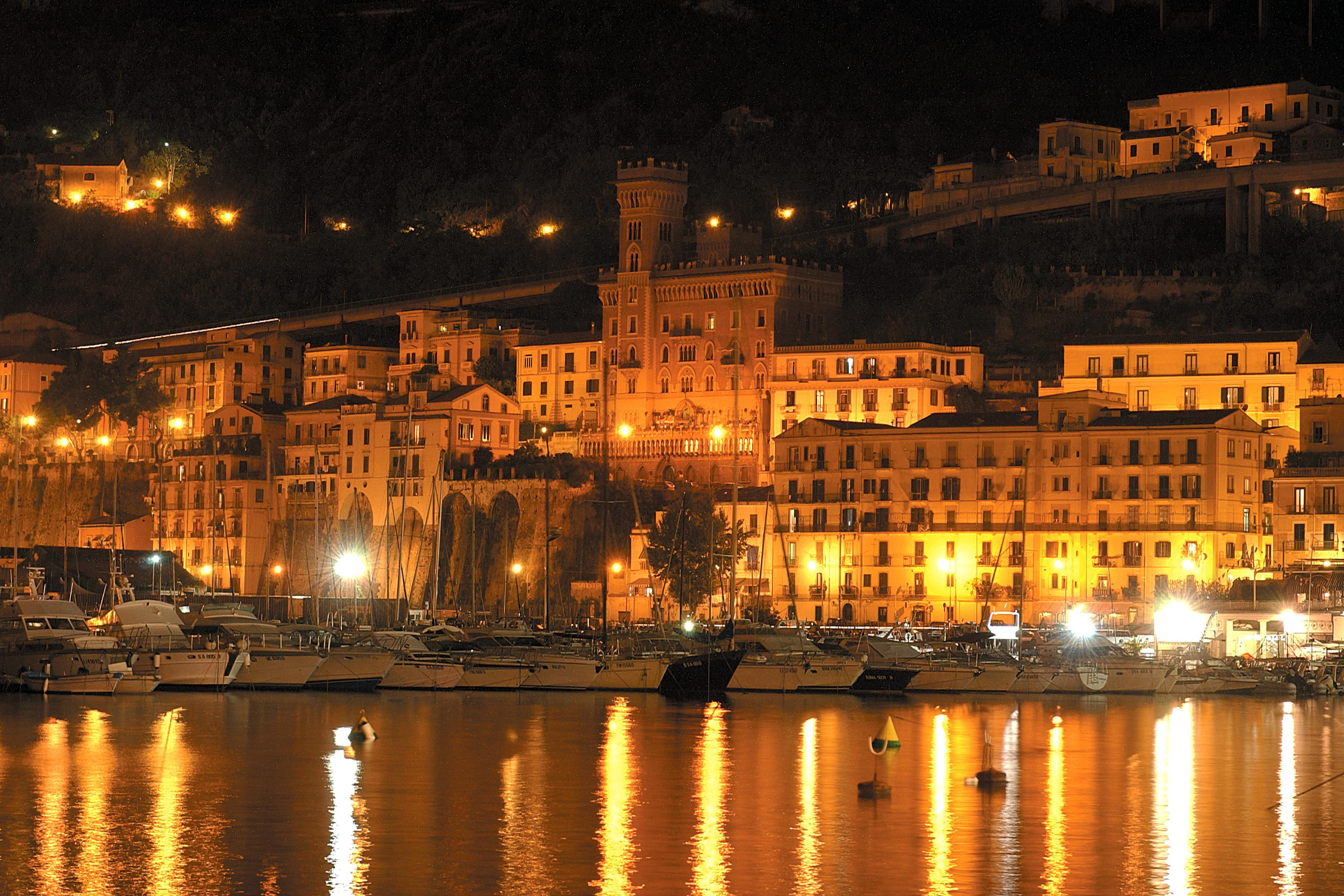 Cosa vedere a Salerno: veduta di Via del Porto a Salerno