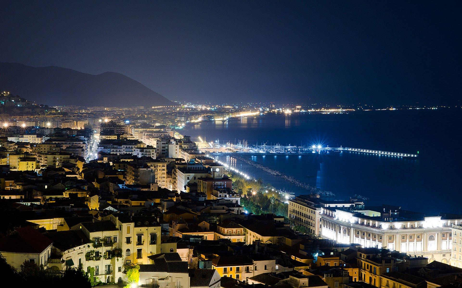 Cosa vedere a Salerno: veduta notturna della città - Foto iviaggidimarvin.it