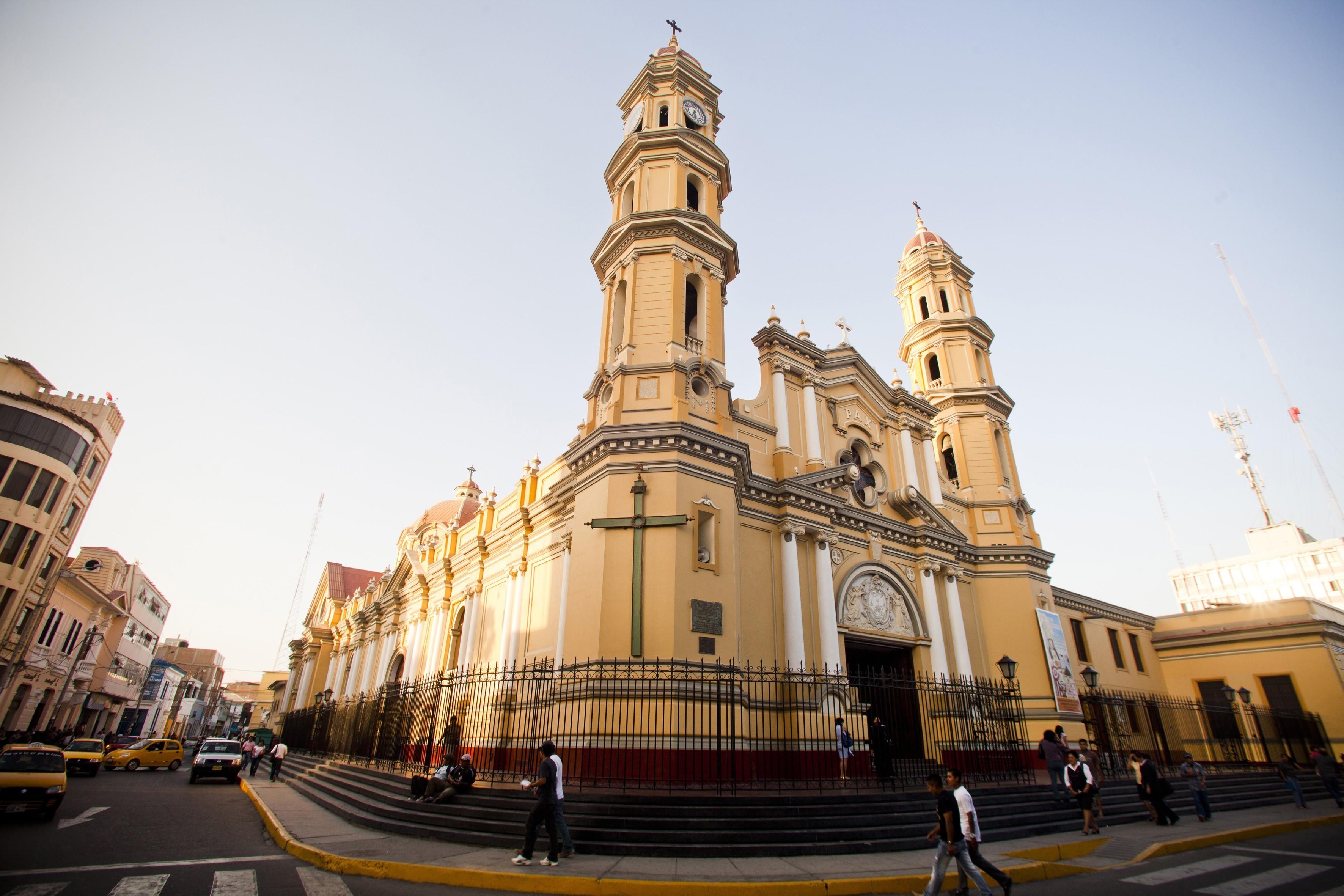 Catedral principal nella Plaza de Armas de Piura