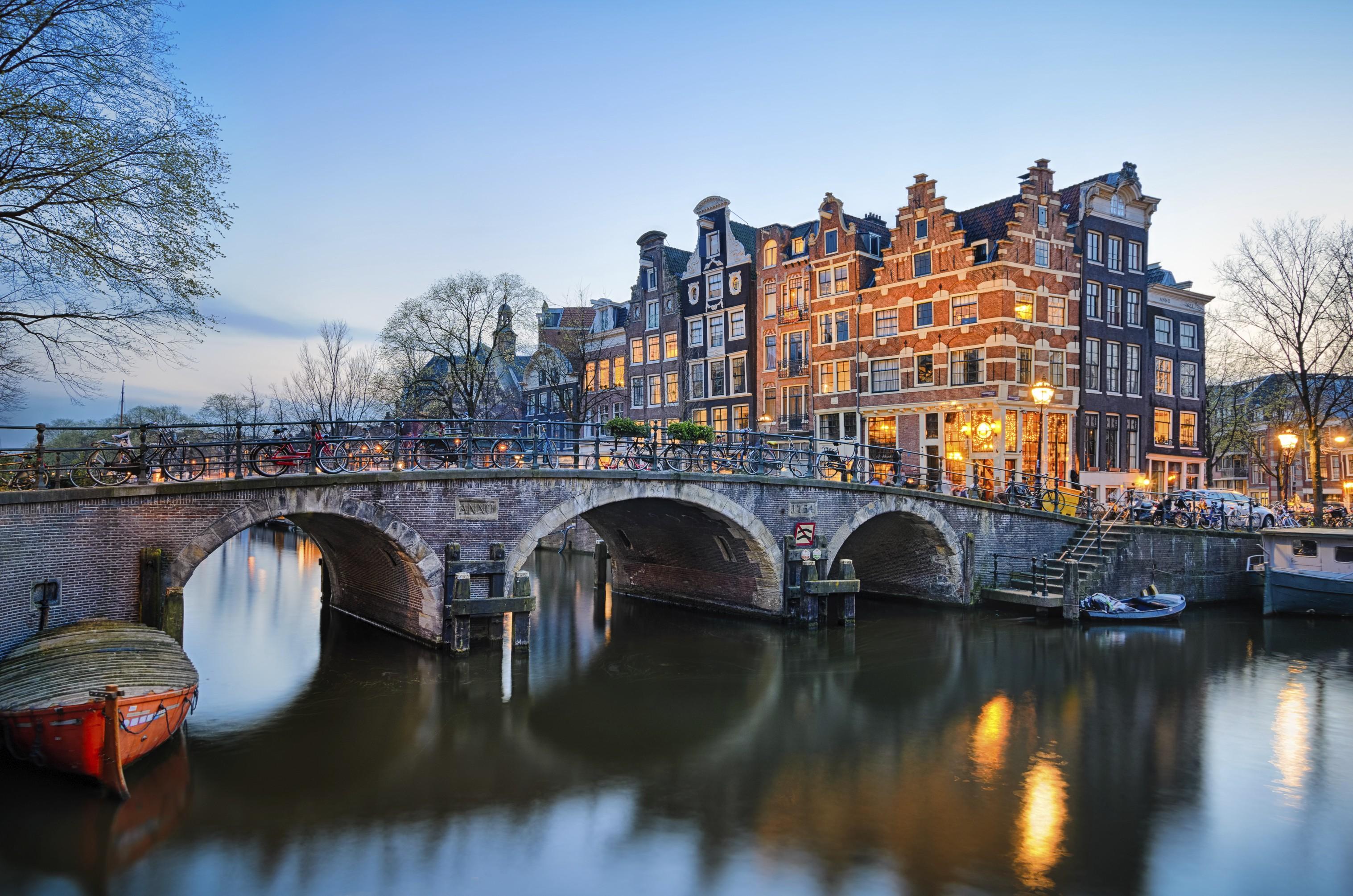 Amsterdam cosa vedere: veduta di un canale di Amsterdam