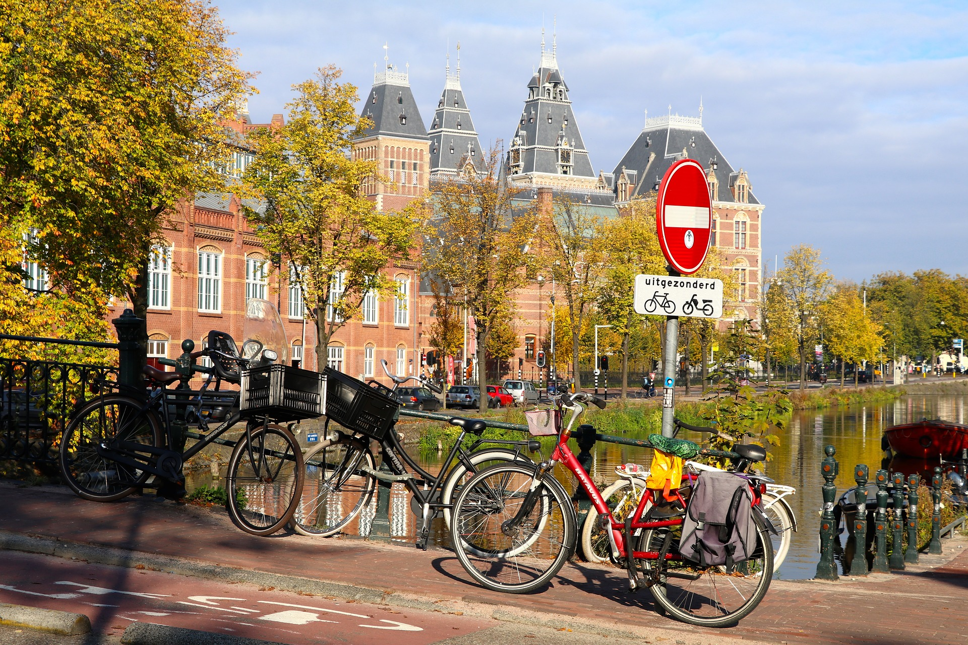 Amsterdam, luoghi di interesse: Bici e canali ad Amsterdam - Foto di Françoise Rondaij-Koch