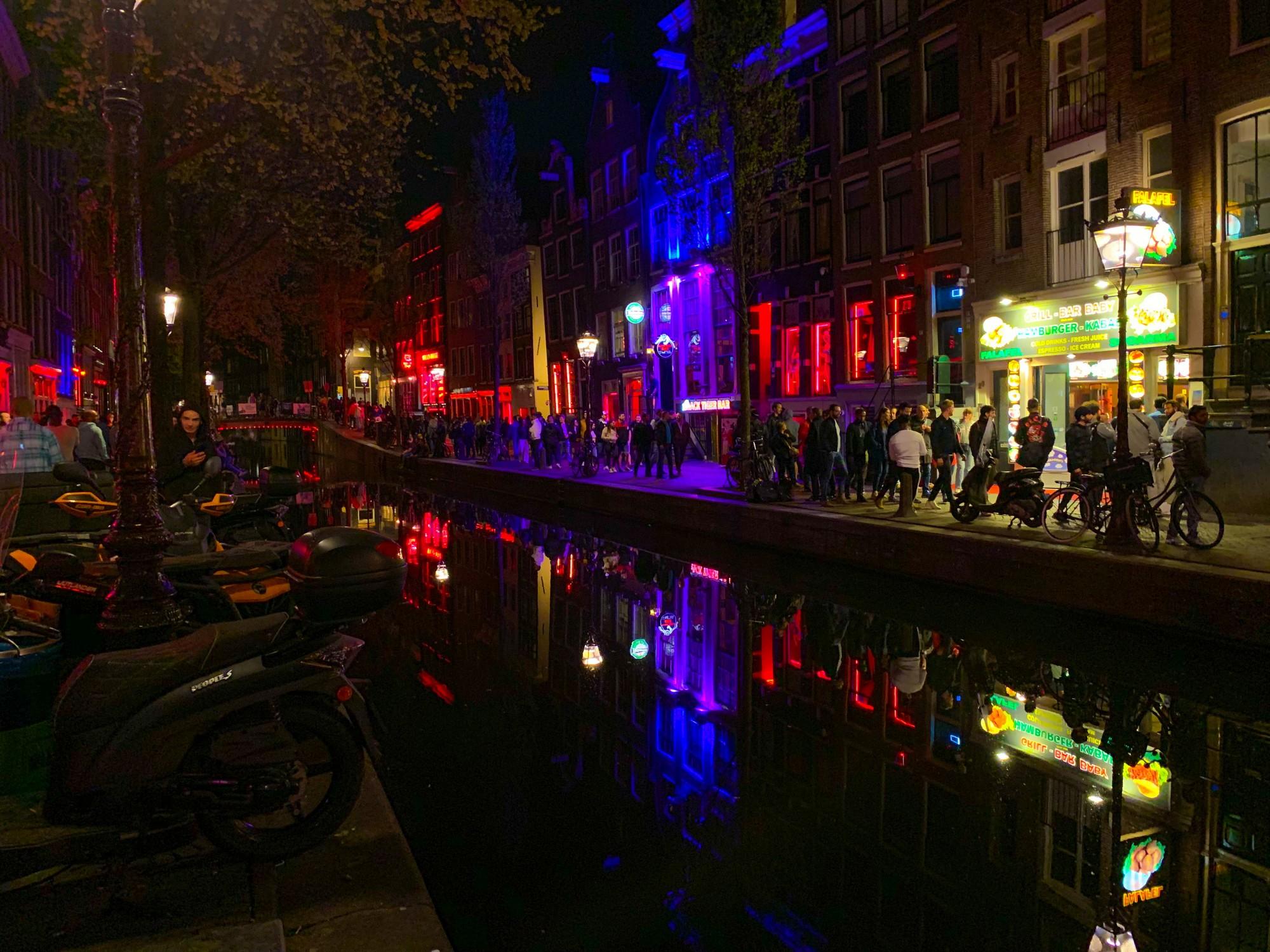 Amsterdam, cosa vedere: Quartiere a luci rosse ad Amsterdam - Foto Jase Ess