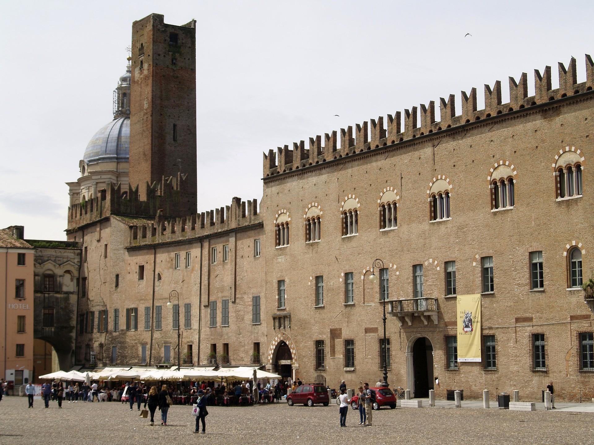 Palazzo Bonacolsi (Castiglioni) in Piazza Sordello a Mantova - Foto di alex1965