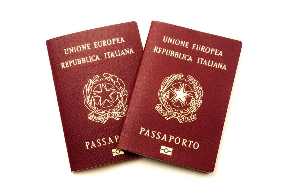 Passaporto elettronico con microchip
