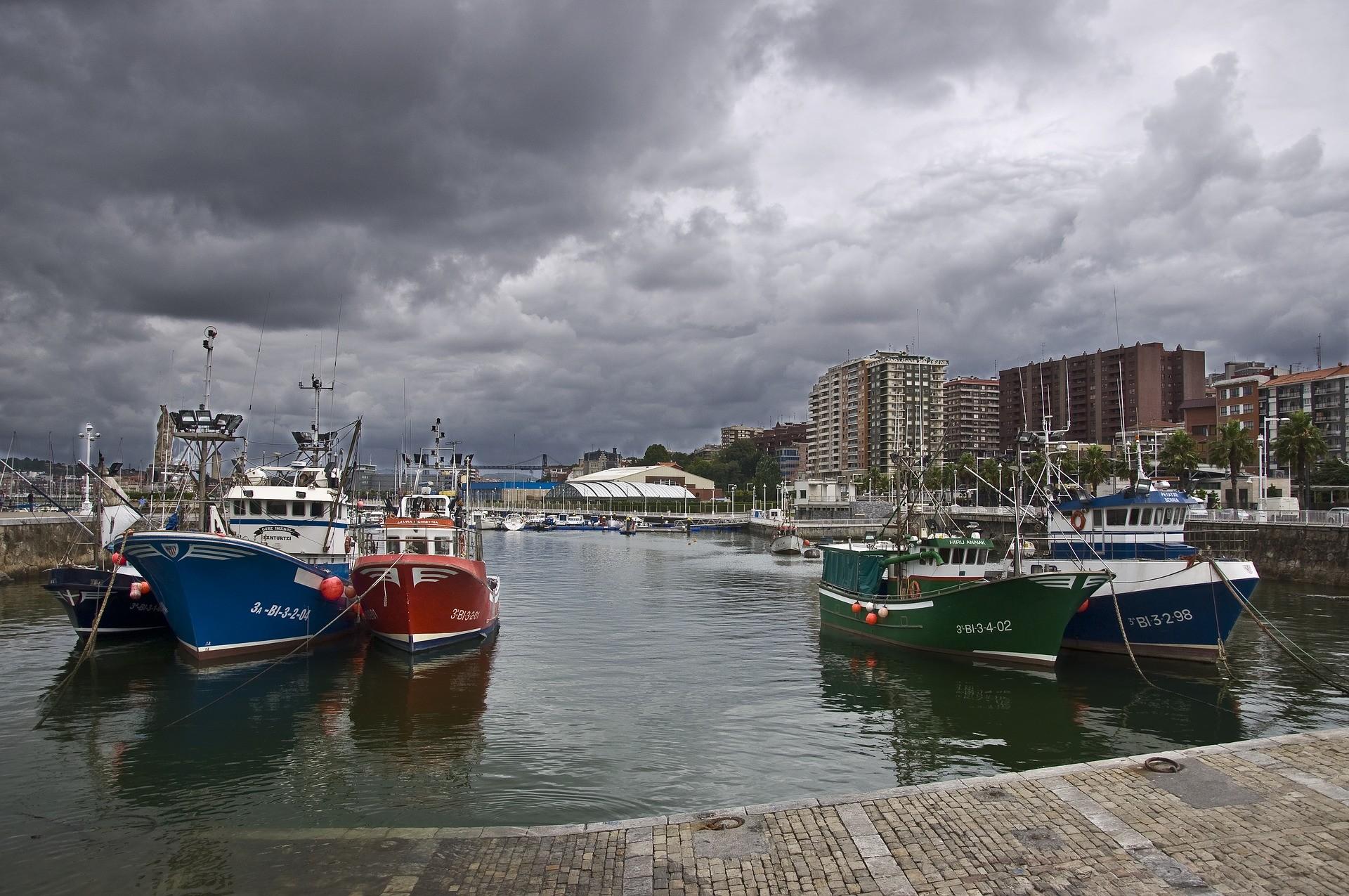 Bilbao luoghi di interesse: alcune barche a Bilbao - Foto di Puturrufo