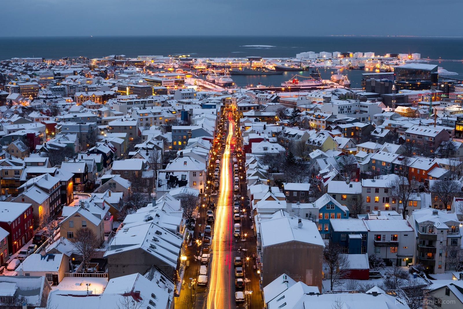 Reykjavík, capitale dell'Islanda, con la neve