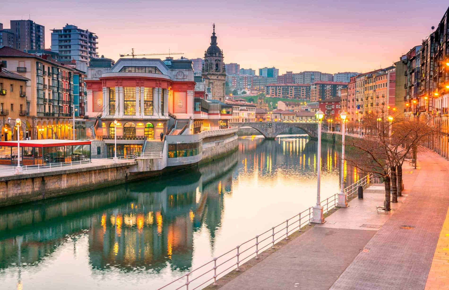 Cosa vedere a Bilbao: veduta del lungofiume di Bilbao ©Erasmusu.com