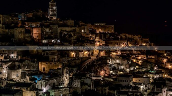 Veduta notturna di Matera ©Foto Aaron Peterson/FullTravel.it