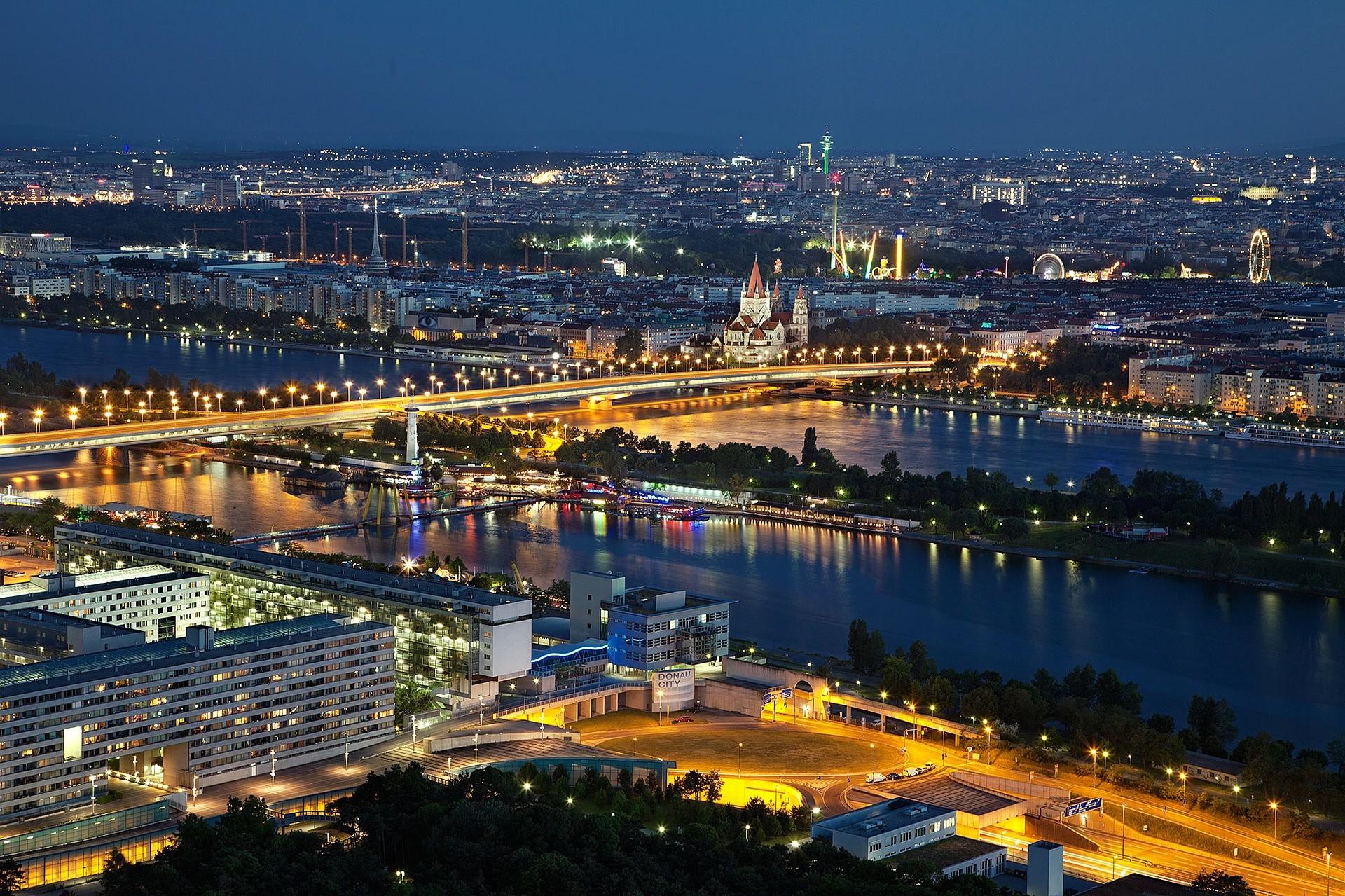 Vienna di notte - Foto di Julius Silver
