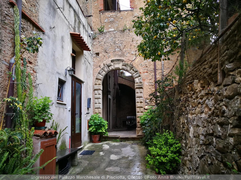 Ingresso del Palazzo Marchesale di Pisciotta, Cilento ©Foto Anna Bruno/FullTravel.it