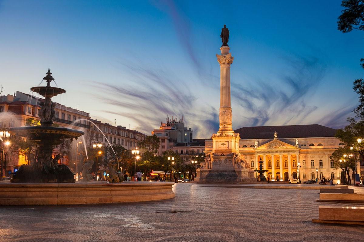 Lisbona, Piazza e Teatro Nazionale