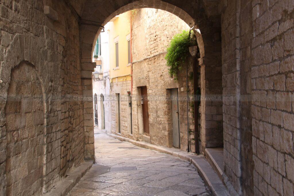 Arco di una via nel centro storico di Trani ©Foto Anna Bruno/FullTravel.it