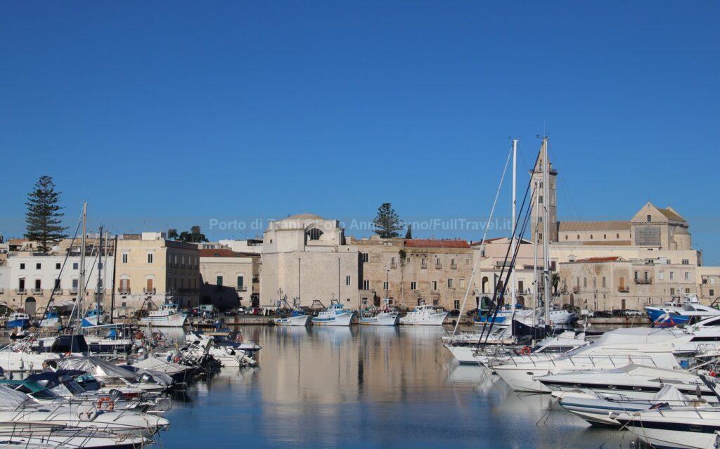 Porto di Trani. imbarcazioni e cattedrale ©Foto Anna Bruno/FullTravel.it