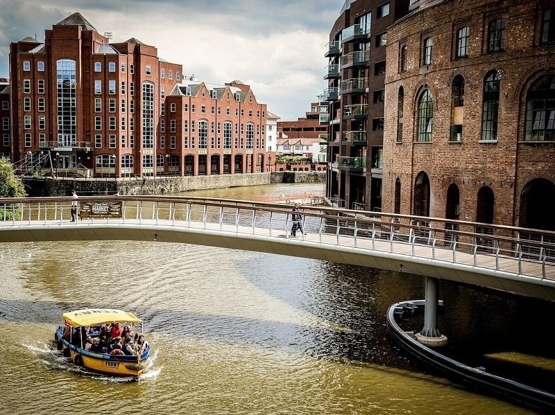 Warehouse lungo i canali di Bristol - Foto di David Harper