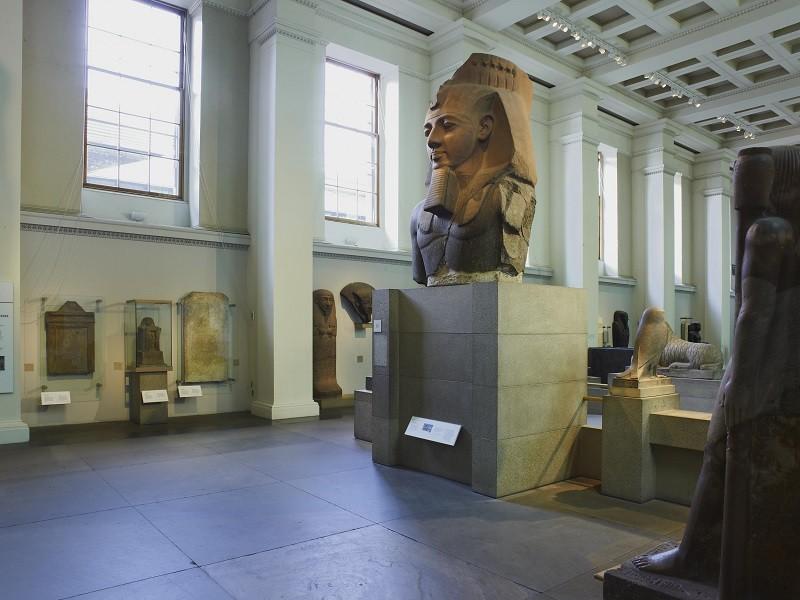 La galleria delle sculture egiziane con la statua di Ramses II -©Foto The Trustees of the British Museum