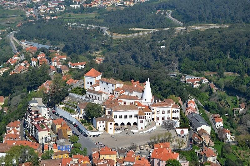 La cittadina di Sintra con il Palazzo Nazionale - Foto di Ana Jimenez