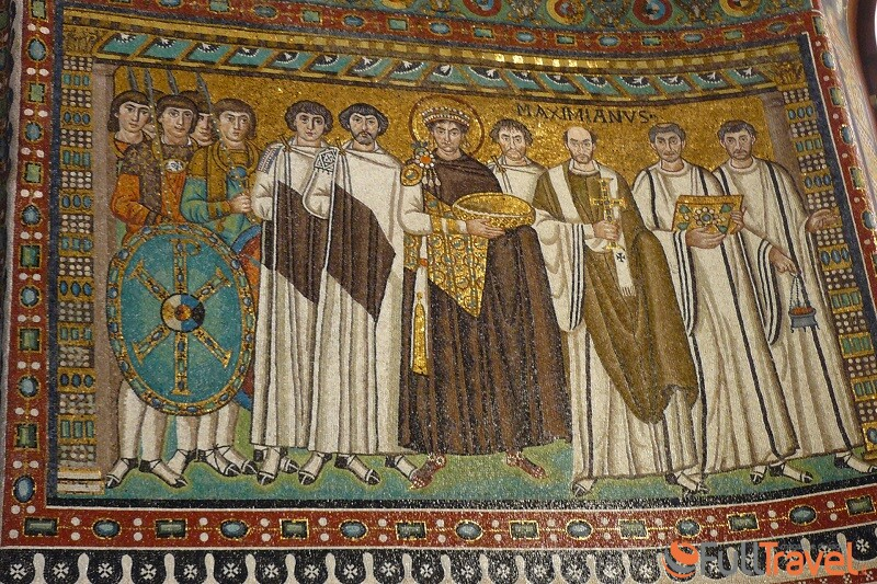 Chiesa San Vitale a Ravenna: Giustiniano e la sua corte - Foto Francesco Mura